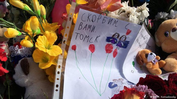 Детские игрушки на народном мемориале в Кемерово
