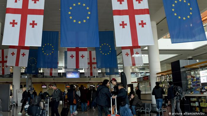 Georgia's citizens were granted the privilege of 90-day visa-free travel within the 22 countries of Europe's Schengen area (picture alliance/AA/Str.)