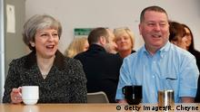 UK Symbolbild Brexit | Theresa May und Alex Begg