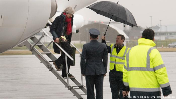 Theresa May, arriving back in London (picture-alliance/empics/S. Rousseau)
