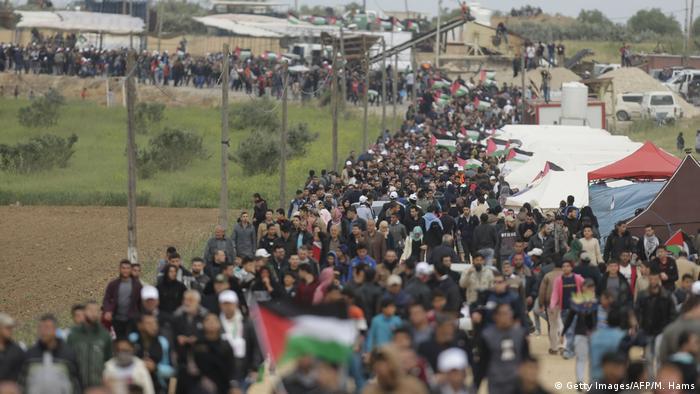 Tausende Palästinenser kommen zum Marsch der Rückkehr (Getty Images/AFP/M. Hams)