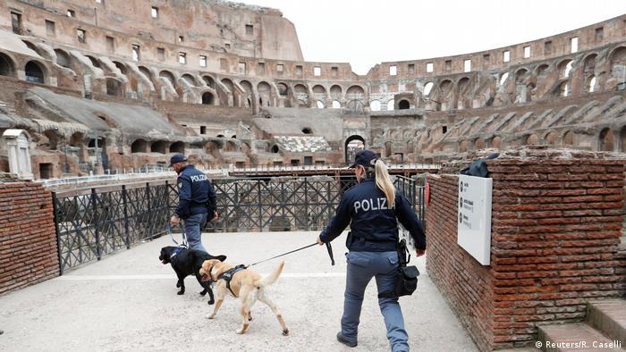 Iatlien Sicherhietskontrollen anlässlich des Via Crucis am Colosseum in Rom