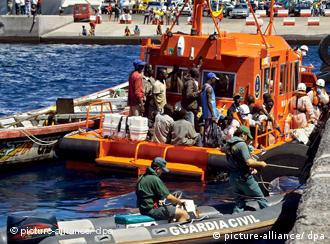 A fishing boat tied to a rescue ship with 44 African immigrants on board is seen arriving at the port of San Sebastian de La Gomera, on the Spanish Canary Island of La Gomera, Saturday 23 September 2006. About 44 illegal immigrants from Senegal, Gambia, Mali and Ivory Coast were intercepted aboard a fishing boat on their way to reach Spain. EPA/CARLOS FERNANDEZ +++(c) dpa - Report+++