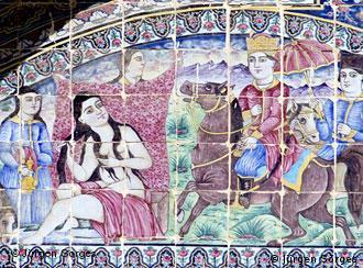 نمایی از آبتنی شیرین، کاشیکاری در باغ ارم شیراز