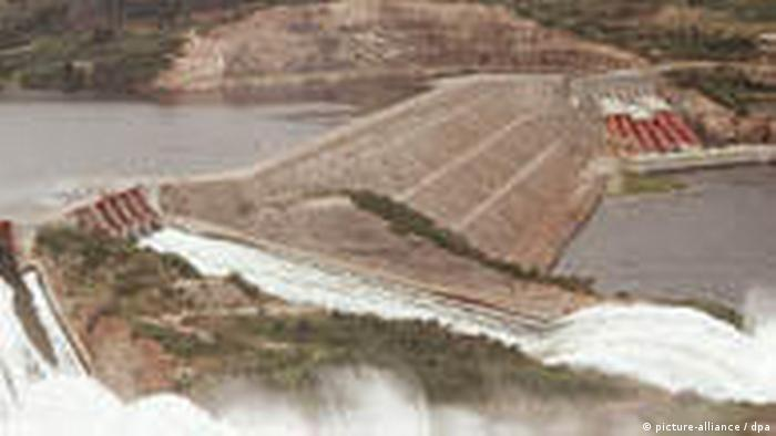 Imagen del lago Volta con su represa que parecen cascadas.