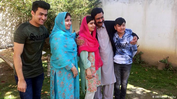 Pakistan Malala Yousafzai in Heimatstadt Mingora im Swat Valley (DW/Adnan Bacha)