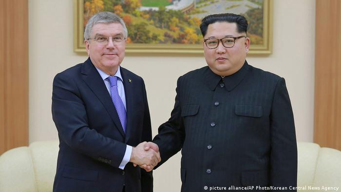 North Korean Leader Kim Jong Un and Thomas Bach (picture alliance/AP Photo/Korean Central News Agency)