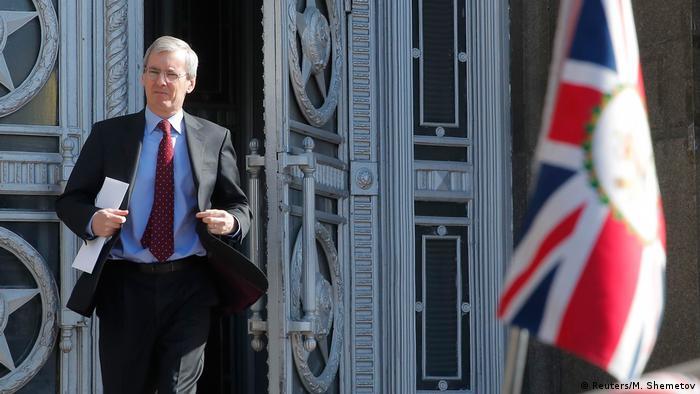 Посол Великобритании в РФ Лори Бристоу покидает здание МИД РФ