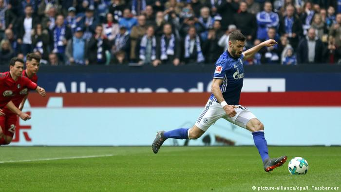 Daniel Caligiuri penalty (picture-alliance/dpa/I. Fassbender)