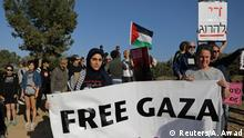 Left-wing activists take part in a protest in solidarity with Palestinians living in Gaza, next to the Gaza-Israel border, near Kibbutz Nahal Oz, Israel March 31, 2018. REUTERS/Ammar Awad