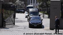 USA Diplomaten verlassen die russische Botschaft in Washington