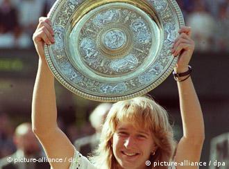 Steffi Graf conquista sua primeira vitória na meca do tênis