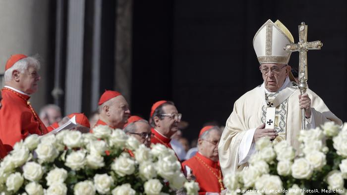 Vatikan Papst hält Ostermesse (picture-alliance/dpa/AP Photo/A. Medichini)