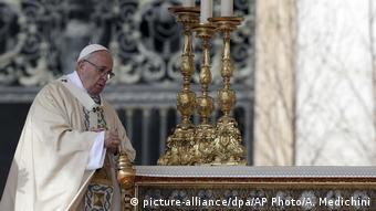Vatikan Papst hält Ostermesse