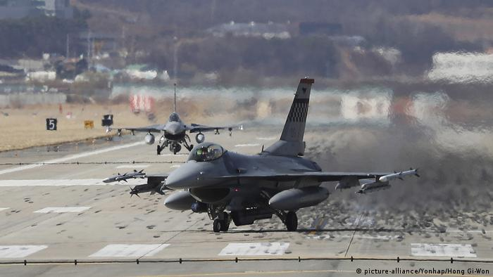 Vor Militärmanöver in Südkorea (picture-alliance/Yonhap/Hong Gi-Won)