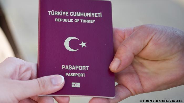 Türkischer Pass (picture-alliance/dpa/D.Naupold)