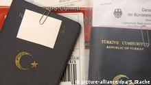 In der Visastelle im deutschen Generalkonsulat in Istanbul, aufgenommen am 31.03.2009. Foto: Soeren Stache dpa +++(c) dpa - Report+++   Verwendung weltweit
