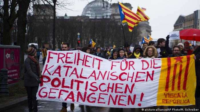 Demonstrators in front of the Reichtag building hold a large banner
