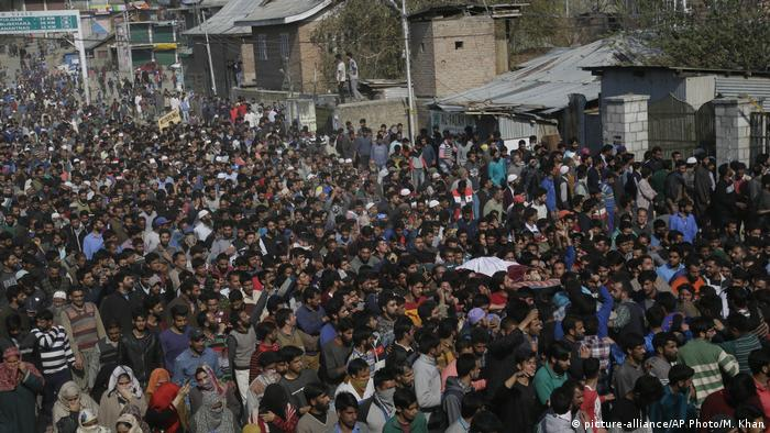 Protests against Indian rule in Kashmir (picture-alliance/AP Photo/M. Khan)