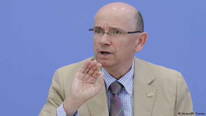 Eugen Brysch, chair of the Germany patient advocacy foundation gesturing