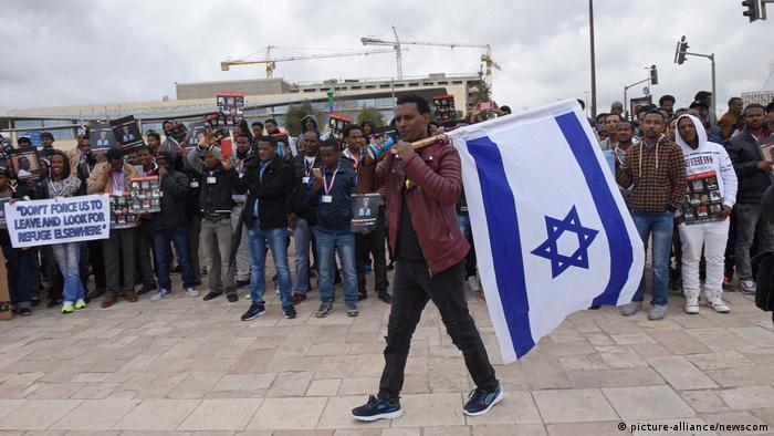 afrikanische Migranten in Israel protestieren gegen Abschiebung (picture-alliance/newscom)