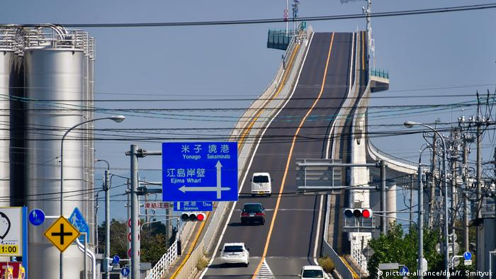 Gefährliche Brücken Eshima Ohashi Bridge in Japan (picture-alliance/dpa/Y. Smityuk)