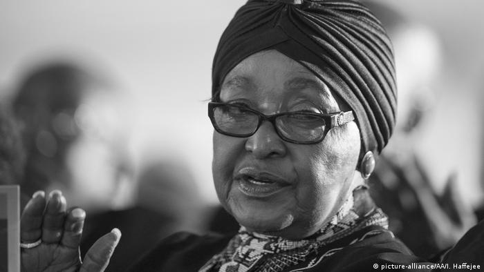 Südafrika Winnie Mandela (picture-alliance/AA/I. Haffejee)