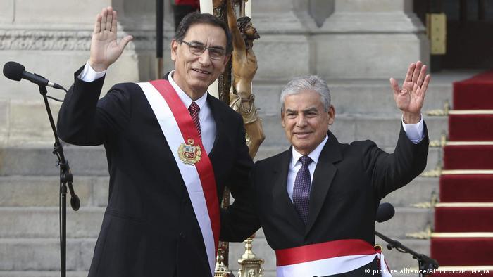 Peru neue Regierung | Martin Vizcarra und Cesar Villanueva (picture alliance/AP Photo/M. Mejia)