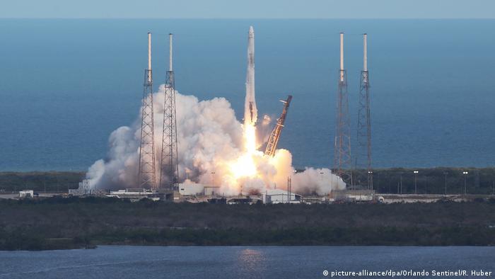 USA SpaceX Raumfrachter «Dragon» mit Nachschub zur ISS gestartet (picture-alliance/dpa/Orlando Sentinel/R. Huber)