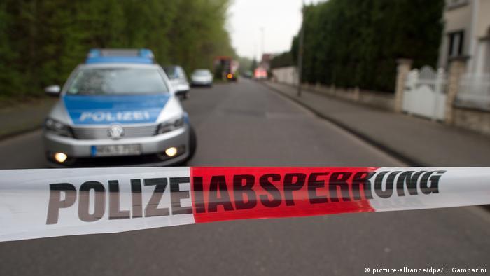 Police line in Germany (picture-alliance/dpa/F. Gambarini)