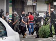صحنهای از خشونت ماموران انتظامی علیه مردم