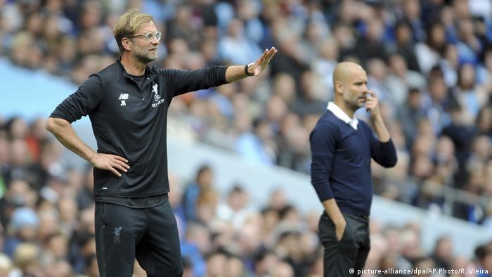Jürgen Klopp (l) and Pep Guardiola will meet for the third time this season (picture-alliance/dpa/AP Photo/R. Vieira)