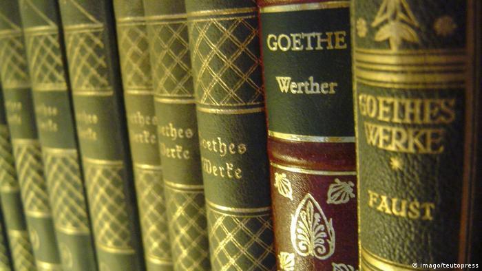 Buchrücken Goethe Faust (imago/teutopress)