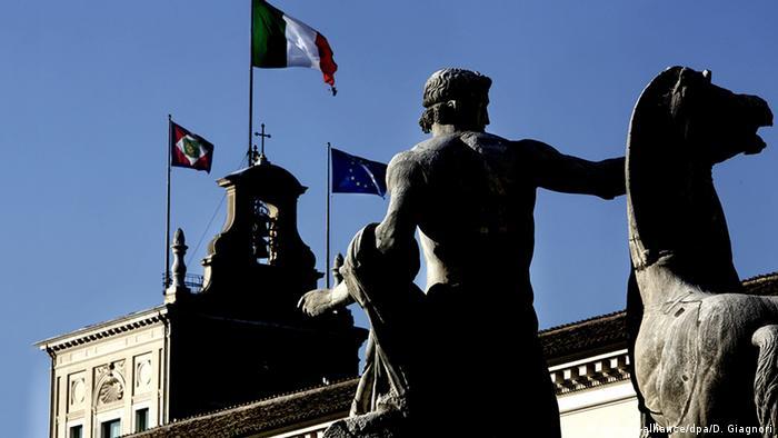 Los partidos italianos acuden hoy a la ronda de consultas abierta por el jefe de Estado, Sergio Mattarella, sin haber llegado a ningún acuerdo para formar Gobierno. El acuerdo de gobierno se hace necesario tras el resultado fragmentado de las elecciones del 4 de marzo. (5.04.2018).