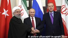 ***Archivbild*** FILE - In this Nov. 22, 2017 file photo, Turkey's President Recep Tayyip Erdogan, right, Russia's President Vladimir Putin, center, and Iran's President Hassan Rouhani pose for the media members in Sochi, Russia. For Syrians marking seven years of war this week, their country has never looked as helpless, fragmented and abandoned by the international community. Foreign troops have set up bases across the country, international and regional powers have carved out zones of influence, and military offensives and crippling sieges are driving a surging death toll and new waves of displacement while the world stands paralyzed. (Kayhan Ozer/Pool via AP, File) |