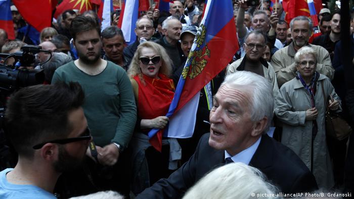 Mazedonien pro-russische Demos in Skopje Oleg Shcherbak Botschafter (picture-alliance/AP Photo/B. Grdanoski)