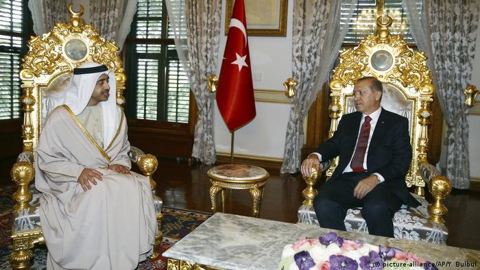 Istanbul Abdullah Bin Zayed Al Nahyan bei Erdogan (picture-alliance/AP/Y. Bulbul)