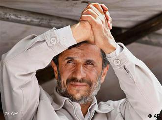 محمود احمدینژاد − او در مصاحبهی مطبوعاتی امروز گفت: «ایران الگوی حاکمیت ملت بر سرنوشت خویش است»