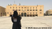 Bildbeschreibung: Photo with Fanny (From back): Fanny Facsar at Deera square, Riyadh, where public executions used to take place (now they take place near a prison), March 15th, source: Marek Neumann Schönwetter/DW Fotograf: DW/M. Neumann Schönwetter Datum: 15.03.2018