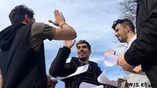Titel: Iranische Flüchtlinge in Serbien Quelle: DW Korrespondent Sanja Kljajić Beschreibung: Die junge Iraner hane in Serbien Asyl beantragt.