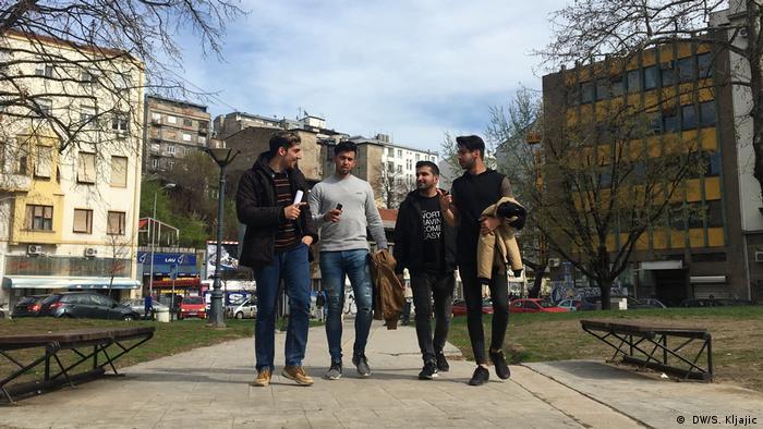 این چهار جوان ایرانی از یکی از کمپهای پناهجویان در صربستان پذیرش گرفتند
