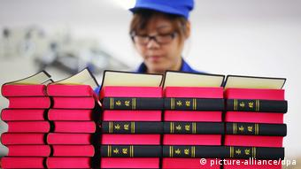China druckt 100-millionste Bibel (picture-alliance/dpa)