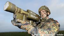 Todendorf Soldat mit Stinger Flugabwehrrakete