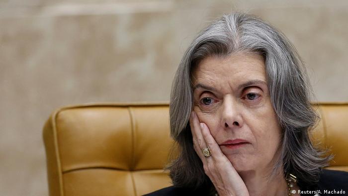 Cármen Lúcia arquiva investigação envolvendo ministros do STF