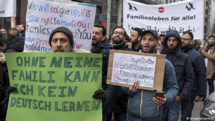 Refugees demonstrate for family reunifications