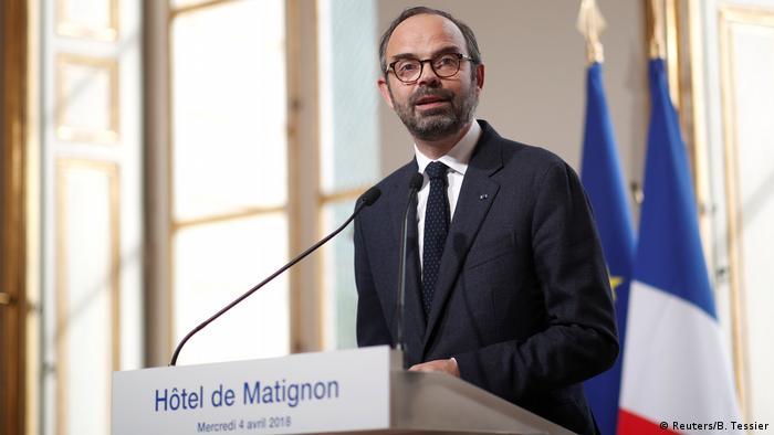El primer ministro francés, Edouard Philippe, subrayó hoy su determinación a sacar adelante la reforma del sistema ferroviario, pese a las huelgas. Philippe avisó que no cederá en los principales puntos que han suscitado el rechazo sindical. (5.04.2018).