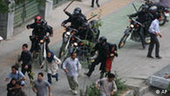 سرکوب بیرحمانهی مردم توسط نیروهای امنیتی