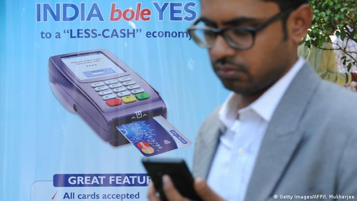 India - Phone digital payments (Getty Images/AFP/I. Mukherjee)
