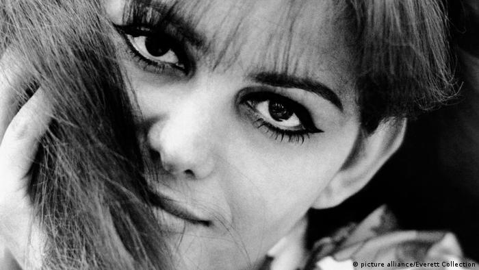 Claudia Cardinale with heavily made-up eyes (picture alliance/Everett Collection)