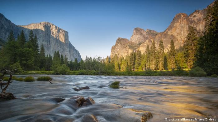 د کلیفورنیا په ایالت کي د یوسیمیتی (Yosemite) ملي پارک په ۱۹۸۴م کال کي د یونسکو د جهاني میراث په لست کي شامل سو. دغه پارک د هغه د ګرانیت د لویو ډبرو، زلالو ابشارونو او رودونو، جګو ونو او د هغه د حیواناتو او ونو د رنګارنګۍ په لحاظ جهاني شهرت لري.